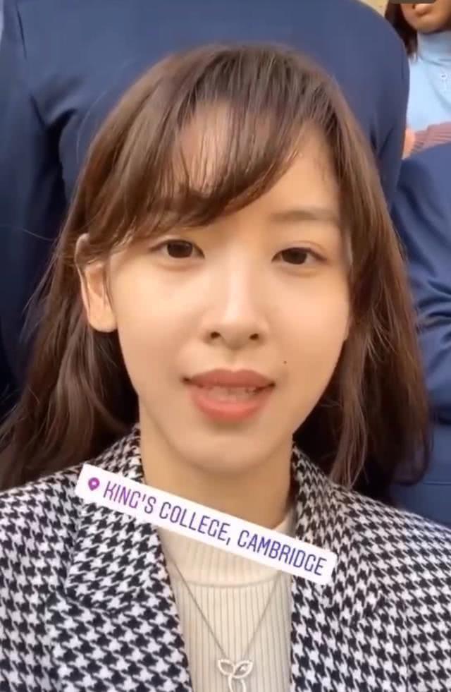 原创             章泽天素颜直面镜头,才发现她的真实脸,不清纯头发还稀少!