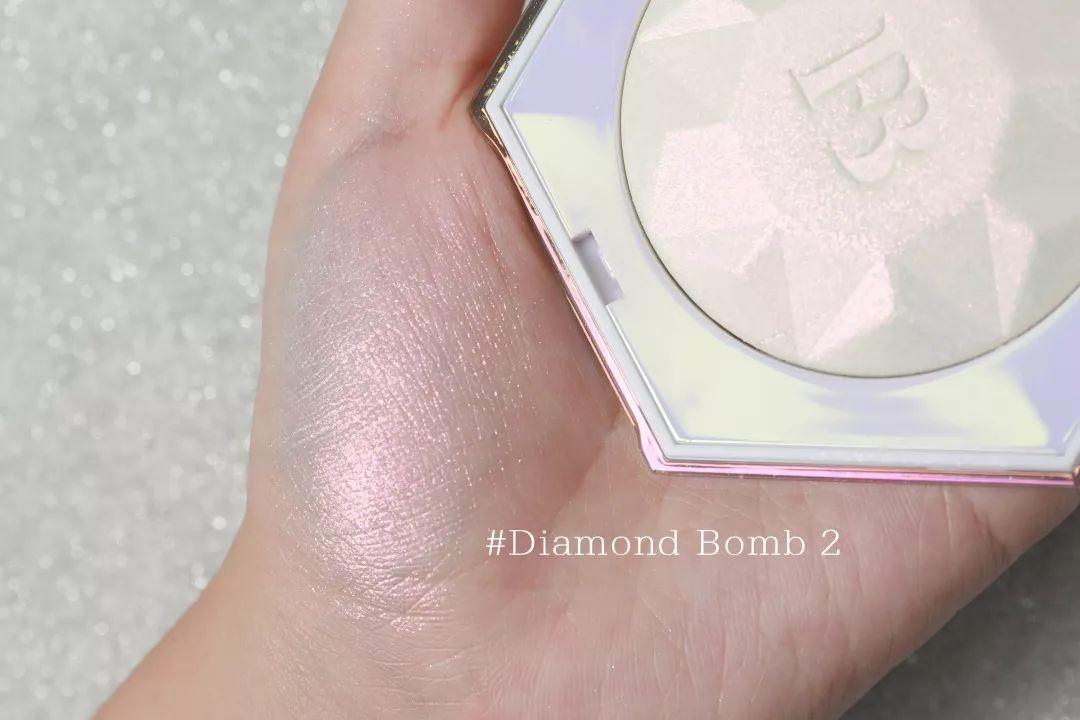 真情实测第三弹|蕾哈娜送我的新品高光,简直闪瞎眼!