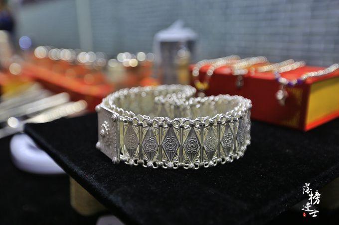 原创             广西旅游,探秘银饰是如何制作的,感受传统手艺人的魅力