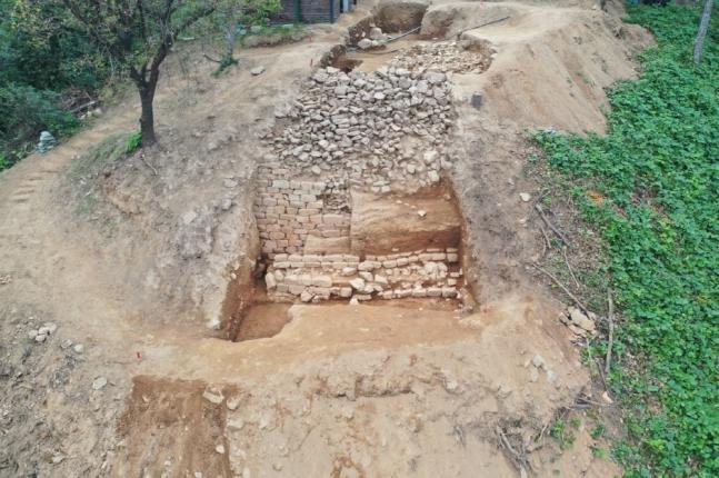 """韩国发现千年石城遗址:长450米被赞有""""划时代""""意义"""