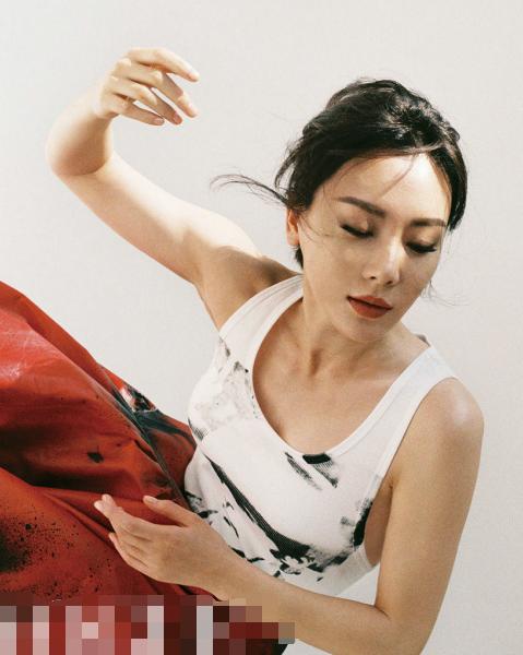 原创              当陈数和俞飞鸿同登杂志封面,终于见识到40+女人最高级别气质美