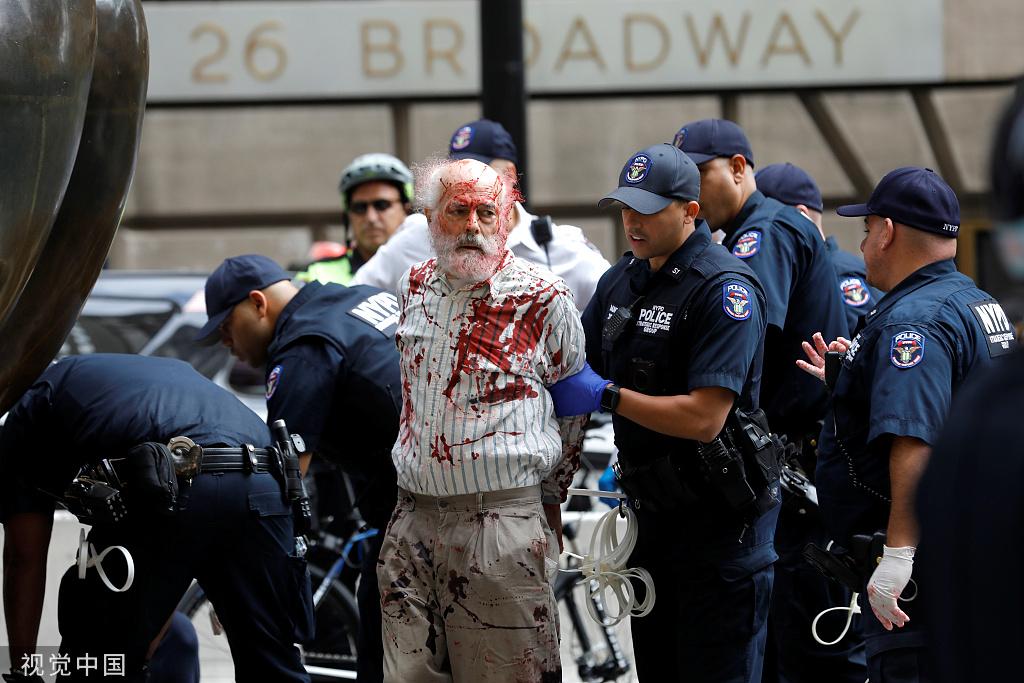 示威者抗议气候变化,纽约警方一日内逮捕近百人