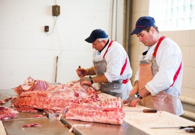 [猪肉的哪些部位不能食用?猪血?猪肺?专家:这三种肉坚决不能买] 猪
