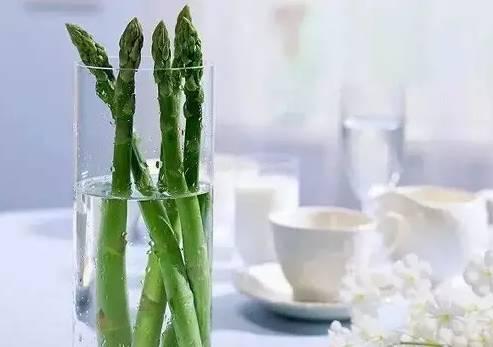 """那太棒了_生姜就是""""富贵竹"""",拿剩菜做盆栽,太棒了"""