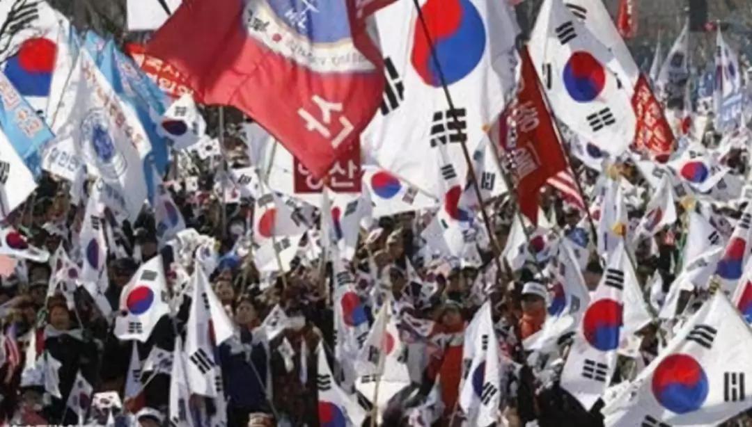 又生事端!韩国保守派集会,文在寅倒台危机不断