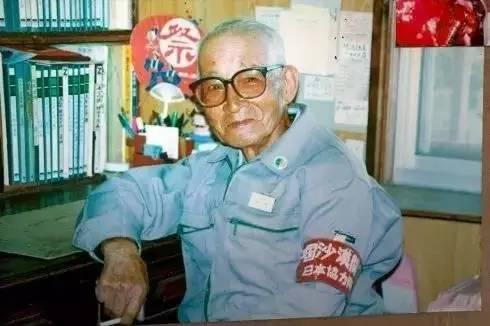 原创             这个日本人用最后的14年帮中国治沙,到底有何目的?真相让人感动