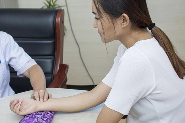 【女人一生中,五个阶段补血很重要,气血充足,或比同龄人更年轻】气血