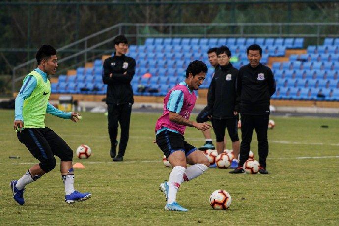 上海申花在苏州太湖封闭集训,沙拉维等8人缺席