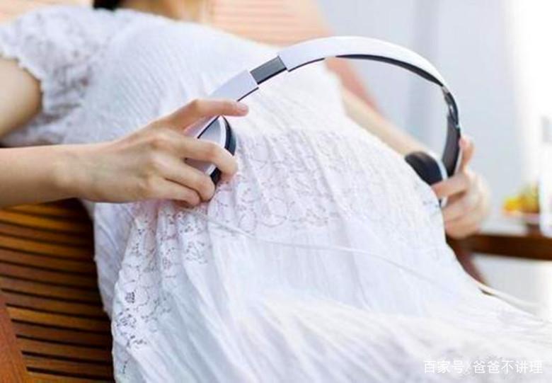 胎教音乐放肚子上听吗【宝宝听胎教音乐,会在肚子里动吗?】