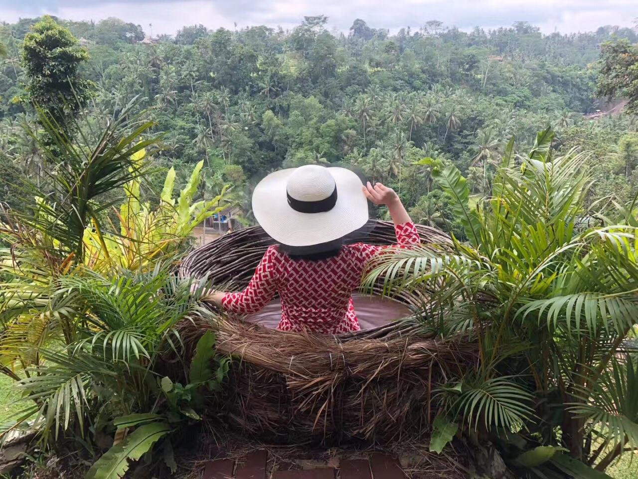 原创             巴厘岛网红秋千排队两小时,拍照2分钟,体验过的人还说值