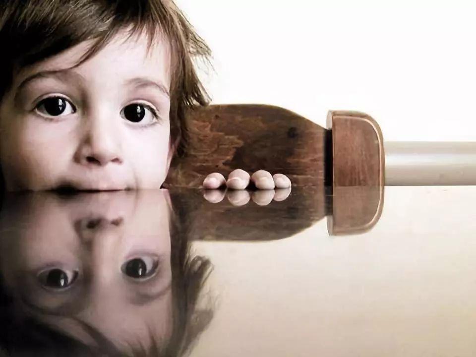 哭穷式教育的家庭,养不出有格局的孩子