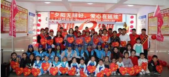 志愿者重阳佳节钢都敬老院慰问活动