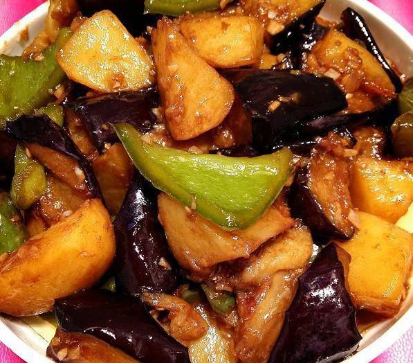 [家常菜:地三鲜,红烧鸡翅,鱼香杏鲍菇,豚肉山菌生蚝煲]肉山