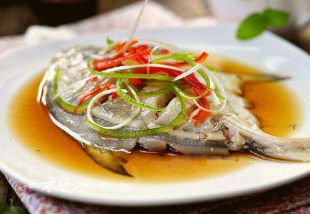 【做清蒸鱼,有人加生抽,有人用蒸鱼豉油,大厨都加它,肉鲜嫩不腥】