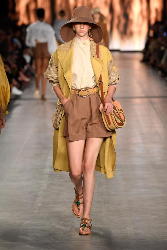 2020时装周流行趋势 时尚个性狩猎装 轻松帅过男朋友