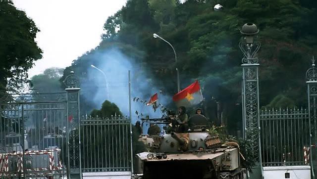 1975年越南战争最后的一幕,中国造坦克冲破南越总统府