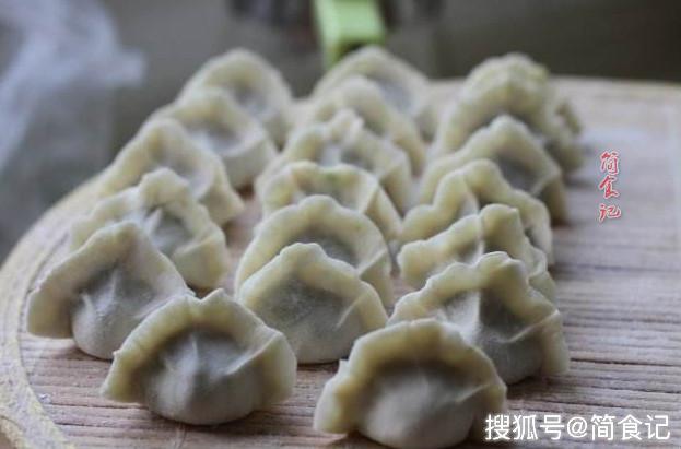 【包芹菜饺子,直接拌馅是大错特错,多加1步,芹菜更翠绿,更入味】怎