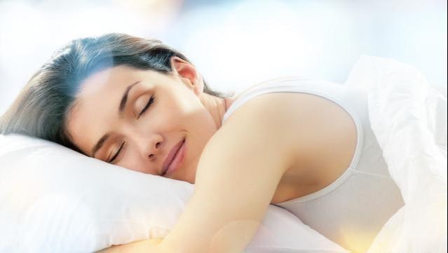 """睡觉前,这3个""""短命习惯""""不要有"""