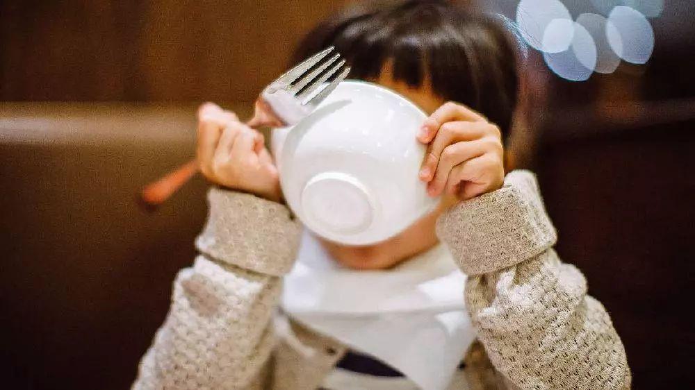 千万不要让宝宝吃这些食物,相当于慢性自杀,家里有的快扔掉!|