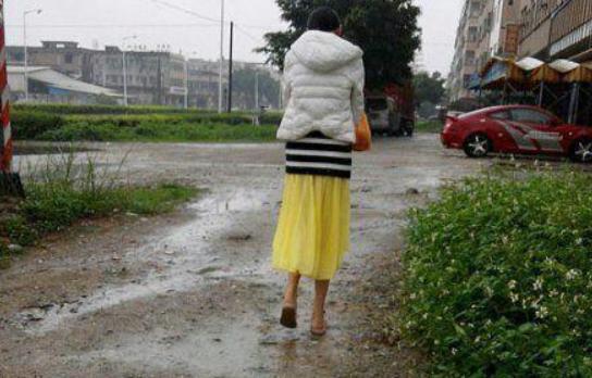 爆笑GIF趣图:过年回老家,到村头的你