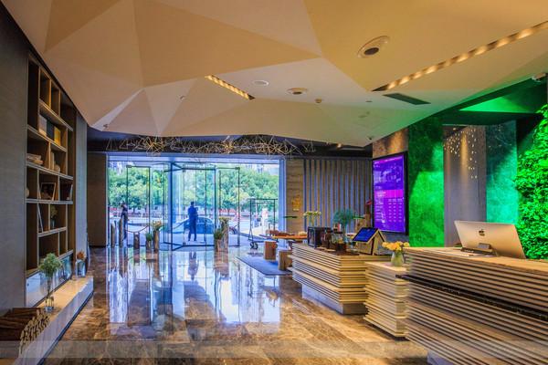 到南京出差不住五星酒店 宁可住在扬州 网友说只因它家服务好