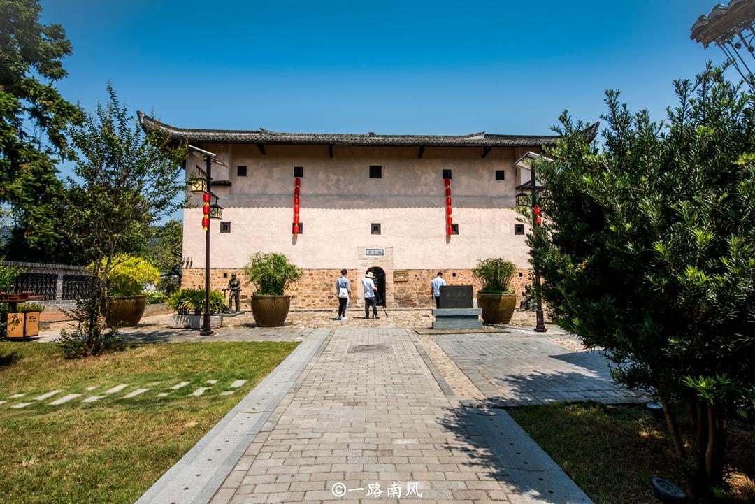 原创             江西千年古村藏着百年围屋,门一关就是防敌堡垒,先人太聪明了!