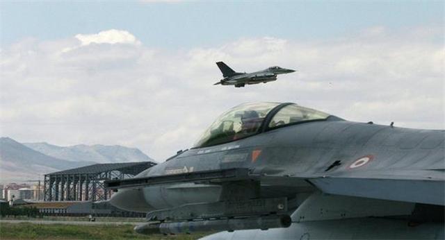 """土耳其战机开打,特朗普送给佩洛西的""""大礼""""开场,要失去中东?_布什"""