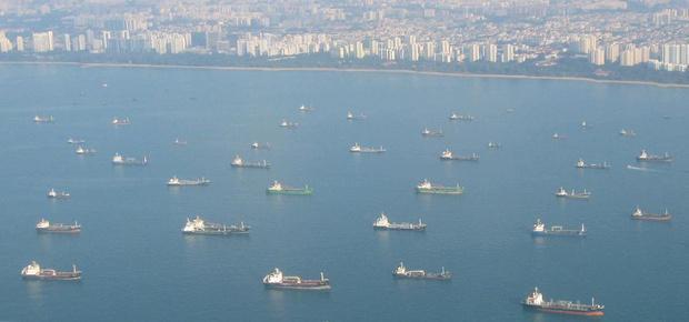 大批货轮绕行北极驶向中国,马六甲海峡失去作用,白宫称俄闯大祸