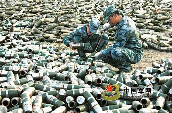 俄军火库又炸了!蘑菇云腾空而起,为啥中国就没这问题呢?