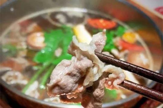 吃在大连-咔呲咔呲!这一份超强人气汁水充足酥脆香嫩的猪排饭~