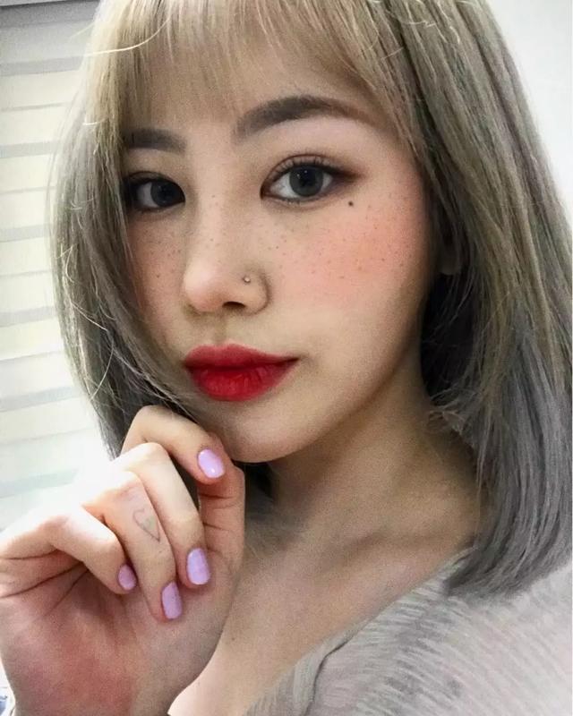 """女团成员出席活动鼻子又变漂亮了?韩网友质疑是不是""""二次缩鼻"""""""