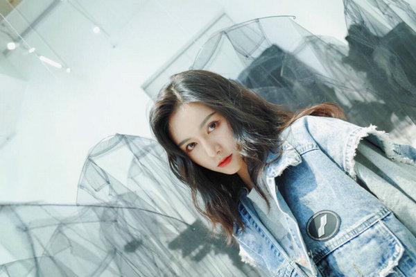 黄柳嫣全新写真:活出实在的自己