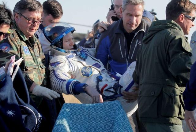 普京给美国宇航员颁勇气勋章,因其乘俄火箭发生故障自救幸存