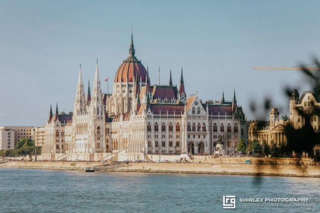 原创             这座欧洲城市也太像我们的南京城了!历史的厚重与战争的伤痛并存