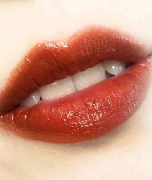 原创             谁用谁美!时髦的脏橘色妆容