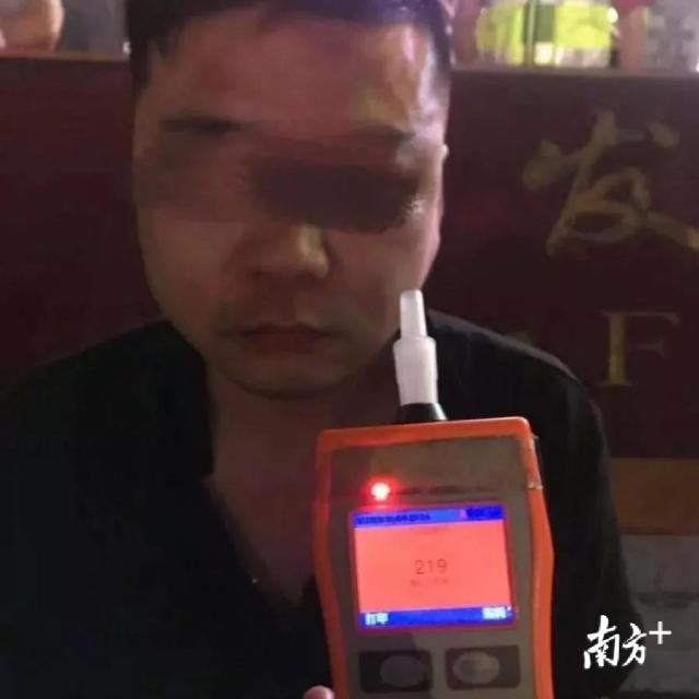 深圳一男子醉驾冲向围墙,3名儿童被撞