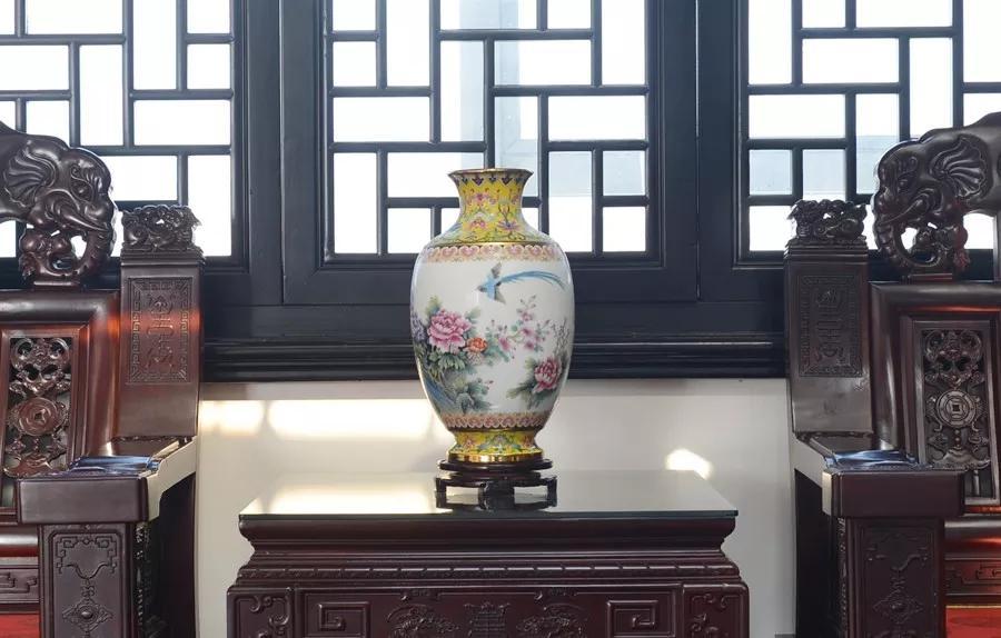 《盛世国韵》纪念瓷瓶