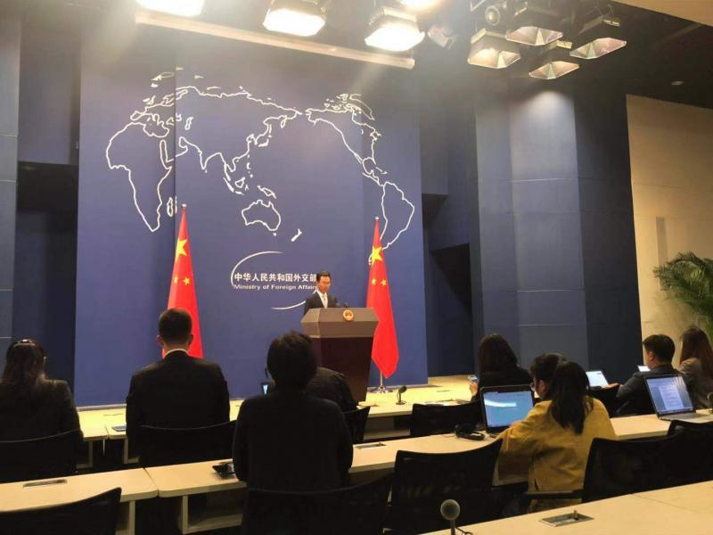 """苹果上架应用为香港暴徒""""护航"""" 外交部回应"""