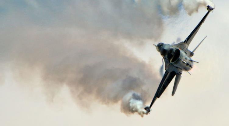 突发!美国一架F-16战机硬生生坠毁,现场燃起熊熊大火!