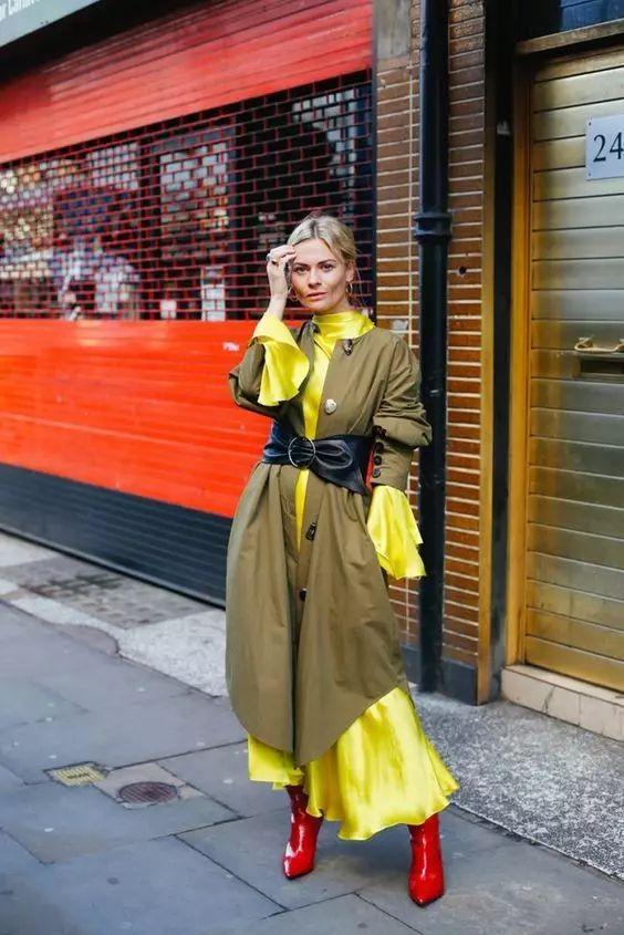 风衣+裙子,时髦整个秋!