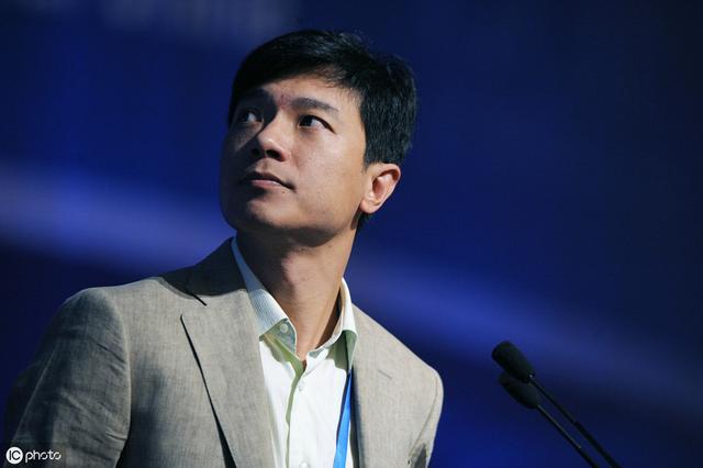 百度高管频繁震荡,李彦宏也卸任百度云董事,网友:风雨飘摇啊