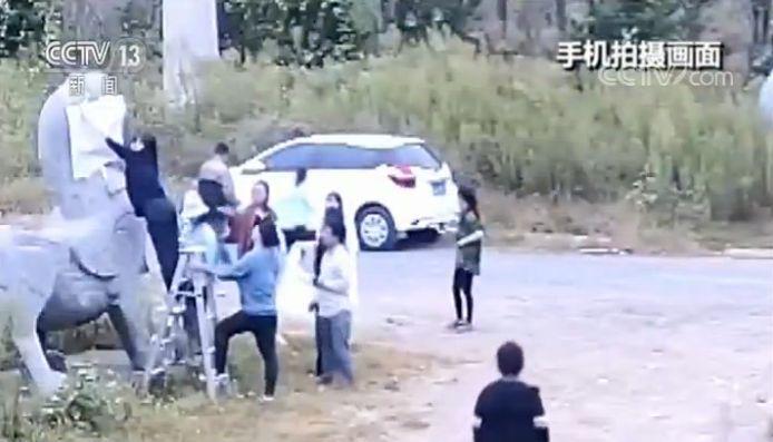 南朝石刻遭非法拓印:文物部门报警涉案教师道歉