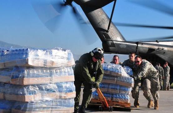美军的开销是俄罗斯的10倍,看他们喝的矿泉水,网友直呼:怪不得