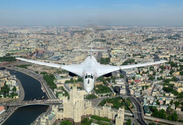 停产23年后复产,连F35A都撵不上,这是世界上最大轰炸机图160
