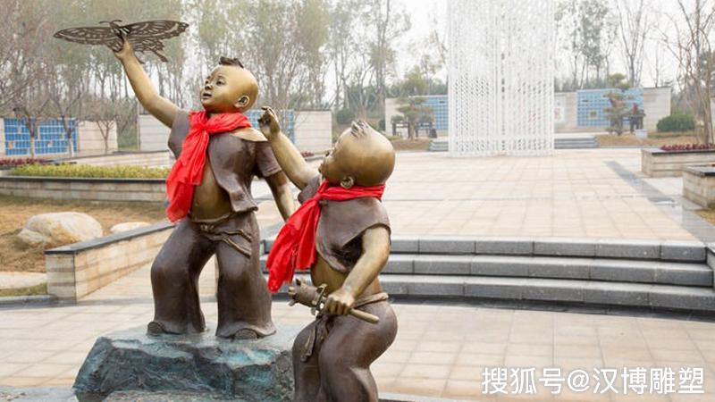 放风筝主题雕塑是民间传统游戏之一