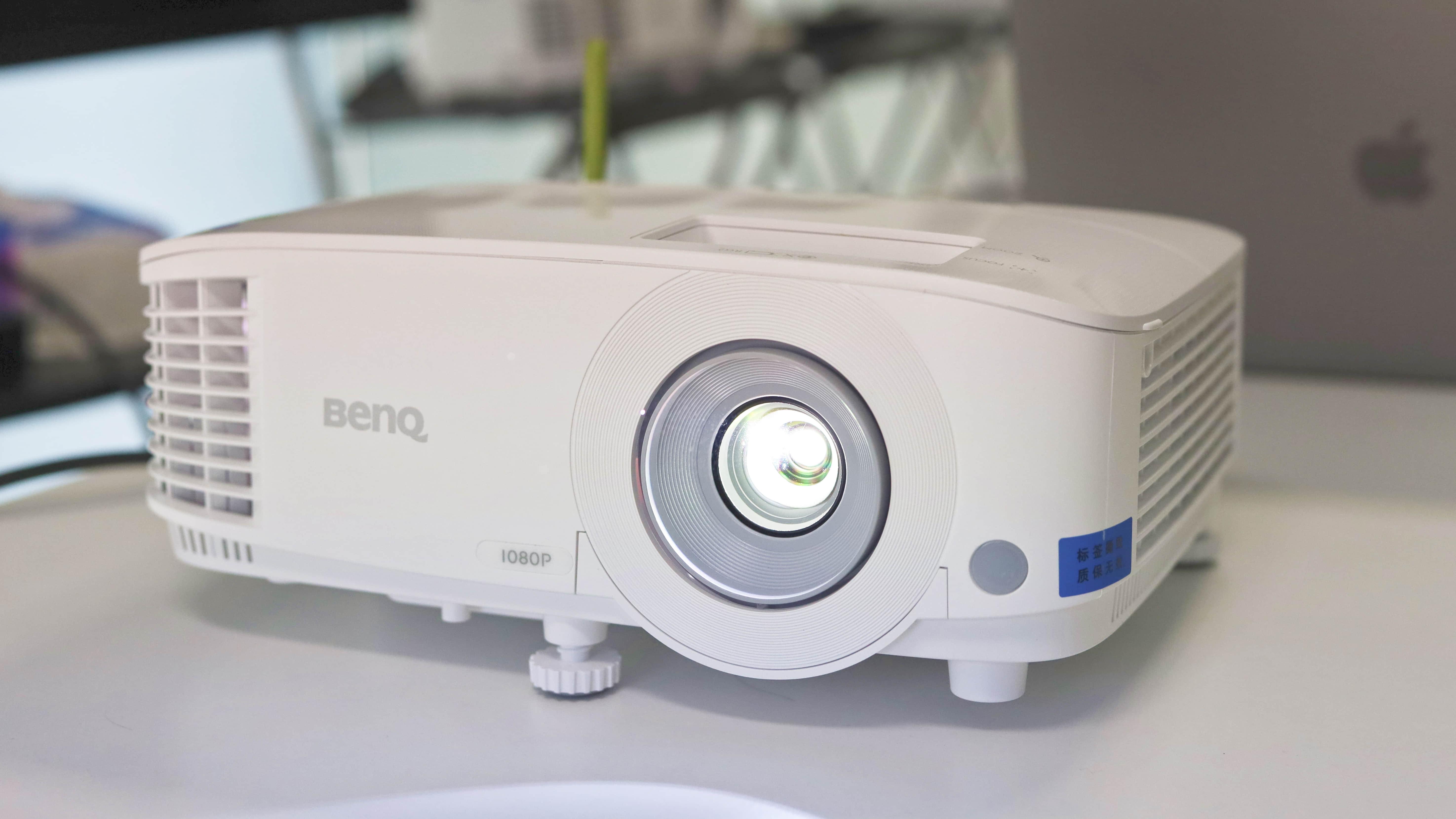无线投屏、即插即用,投影仪其实可以更智能:明基E580T