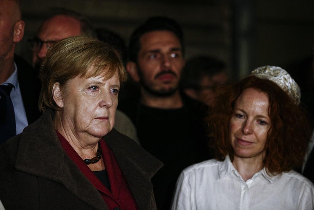 德国犹太教堂枪击致2死 默克尔参加守夜活动悼念遇难者