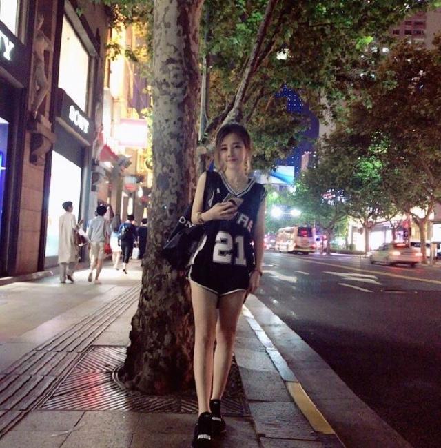 冯提莫官宣离开斗鱼各平台早已坐不住她为何成为领域第一人?
