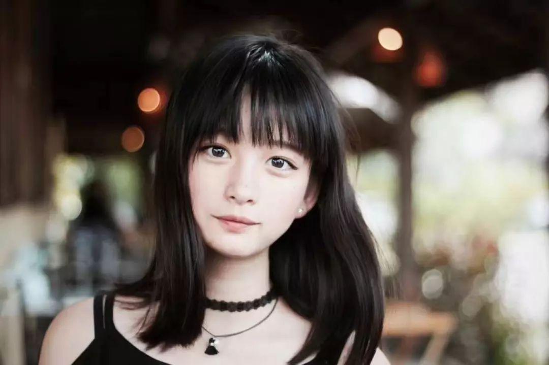 原创             袁姗姗这种长脸姑娘为什么非要对这个车祸发型孜孜不倦啊?心痛!