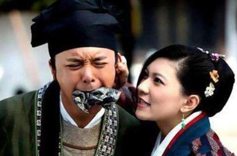原创 将军纳妾被老婆知道,老婆提着刀要砍人,将军跪下痛哭:我太难了